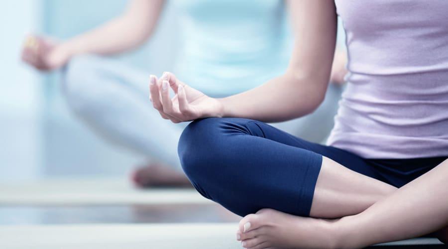 que tienen en comun tomar vino y hacer yoga